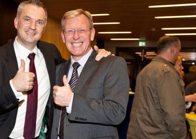 Erfolgreicher Wahlkampf. Bürgermeister Steffen Wernard mit PR-Berater Dirk-Rabis. Stadt Usingen 2016