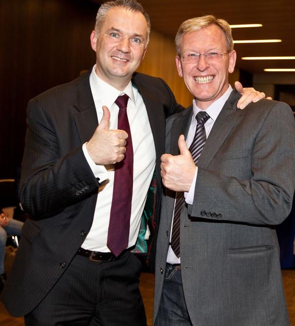PR Berater Dirk Rabis mit Bürgermeister der Stadt Usingen Steffen Wernard bei der Pressekonferenz. Vorstellung Wahlkampagne. Foto Frankfurter Neue Presse (Monika Schwarz-Cromm)