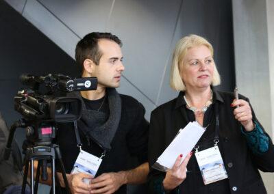 Experten Talkshow Redakteurin Dr. Anette-Schunder Hartung im Gespräch mit RheinmainTV